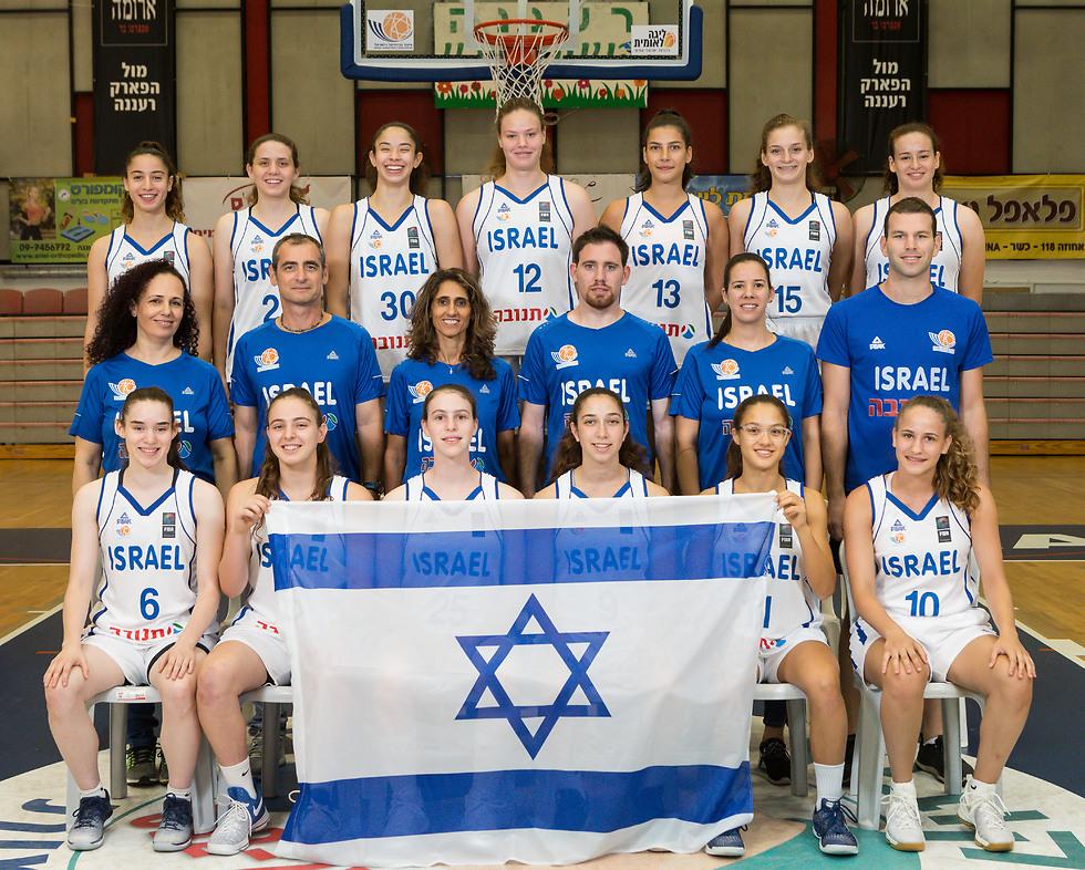 משחק ראשון באליפות. נבחרת הקדטיות (צילום: איגוד הכדורסל)