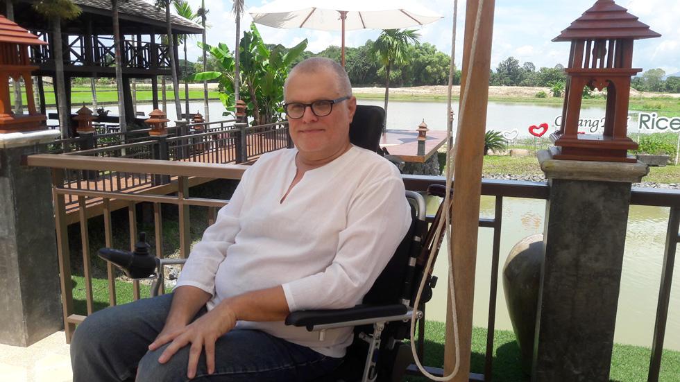 """אודי פולק בצ'אנג מאי, תאילנד. """"תמיד ראיתי את אלה שסובלים, והסתכלתי בחמלה על מי שנמצא בשוליים. חלשים ועניים תמיד נגעו לליבי"""" (צילום: חן דגן)"""