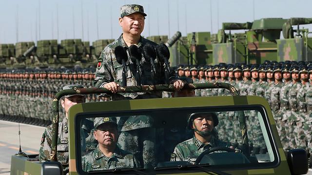 הנשיא שי במצעד לרגל 90 שנה לצבא סין (צילום: AP) (צילום: AP)