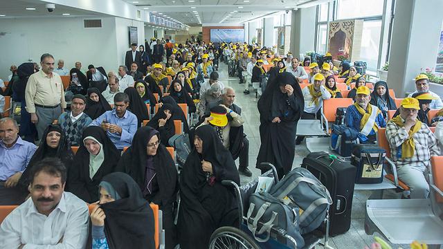 תחשבי מה את קונה בדיוטי פרי. עולות רגל מאיראן בדרך לסעודיה (צילום: רויטרס) (צילום: רויטרס)