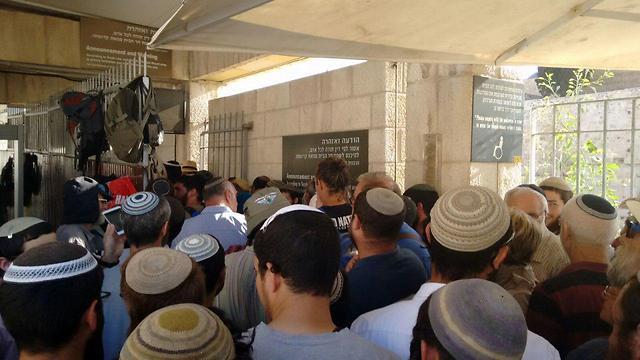 Jew Detector: Over 1,000 Jews Visit Temple Mount To Mark Tisha BAv