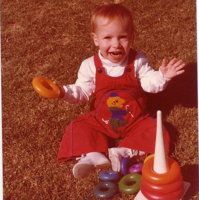 """בת שנתיים. """"גדלתי בבית חם, שופע שמחה וצחוק"""" (צילום: אלבום פרטי)"""