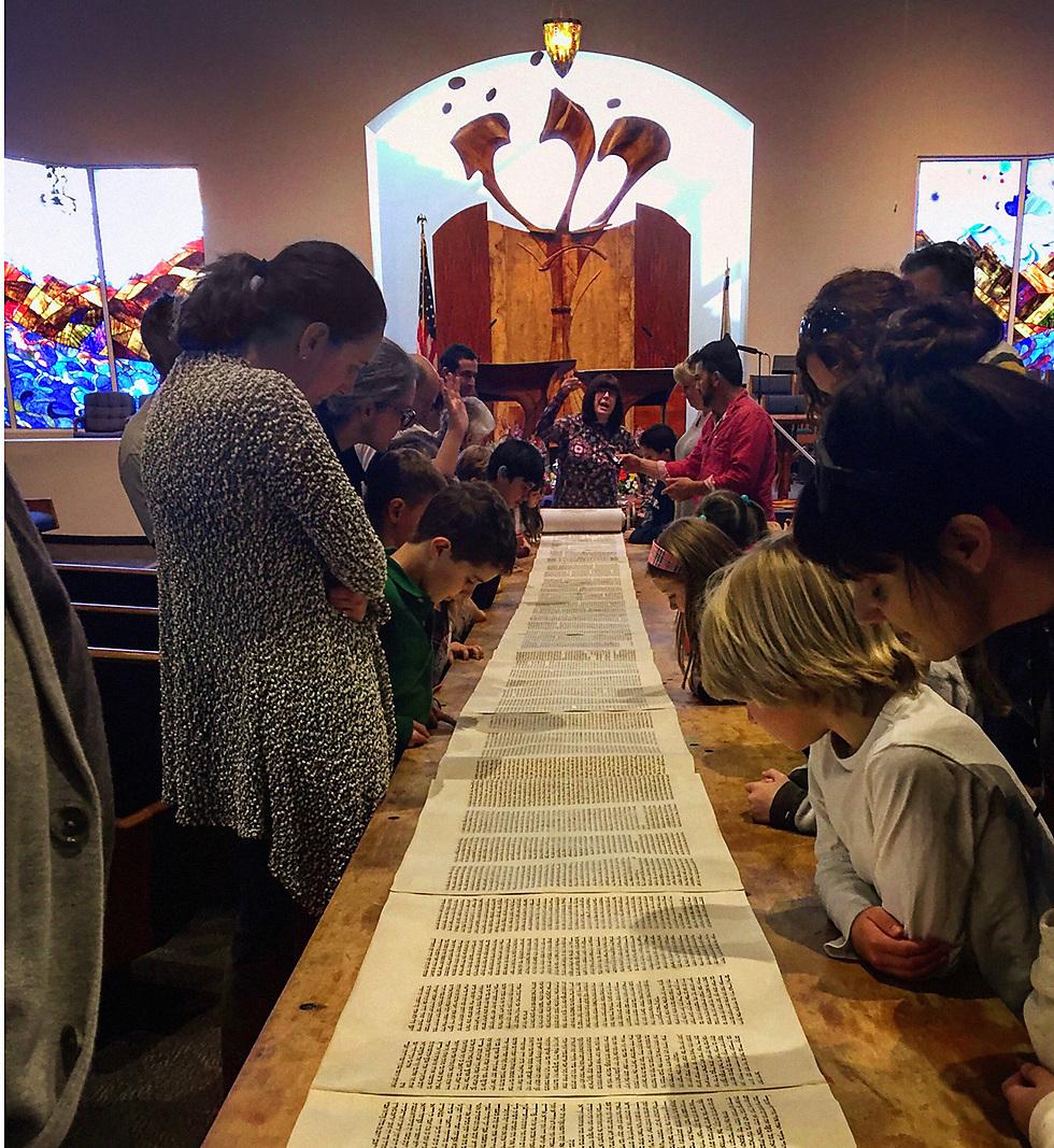 """טמפל """"עדת אלוהים"""": הצלם משתמש בפרספקטיבה על מנת להראות את המשכיותה של התורה, המחברת אותנו אל העבר, ההווה והעתיד שלנו: """"זו המחויבות שלנו להמשיך ולהעביר את המורשת היהודית, והדרך היא על ידי  לימוד, הוקרה והכרה של התורה"""", הוא אומר  (צילום: נתן ברנר, קליפורניה) (צילום: נתן ברנר, קליפורניה)"""