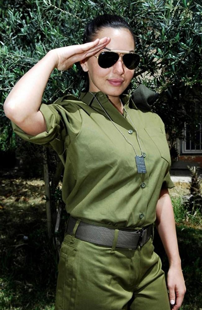 """טוראית בוסקילה. מאיה בוסקילה משלימה פערים באיחור אופנתי של 12 שנה (צילום: יוני מרקוביצקי דובר צה""""ל)"""