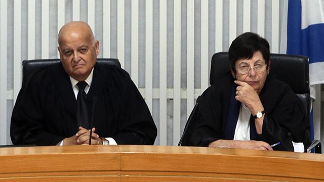 השופט ג'ובראן עם נשיאת בית המשפט העליון, מרים נאור (צילום: אלכס קולומויסקי) (צילום: אלכס קולומויסקי)