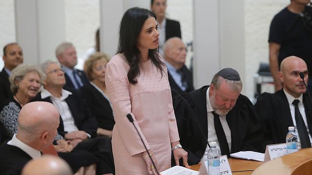 שרת המשפטים שקד בטקס הפרידה מג'ובראן (צילום: אלכס קולומויסקי) (צילום: אלכס קולומויסקי)