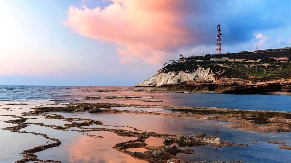 אחד החופים היפים בארץ: חוף אכזיב (צילום: אמיר ירחי)