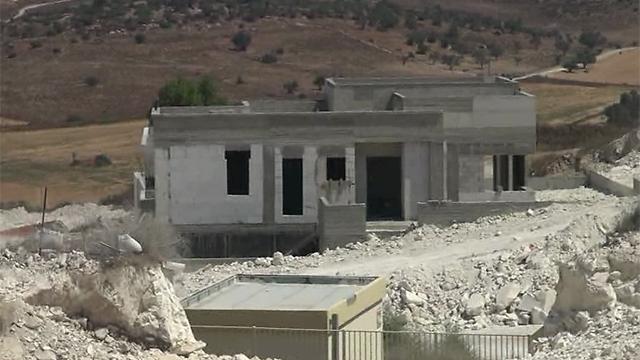 Construction of permanent buildings (Photo: Barel Efraim)