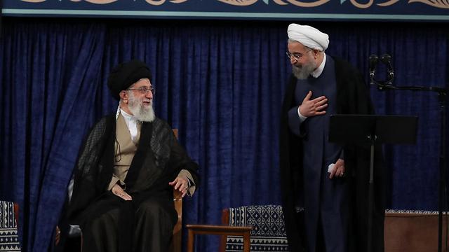 El líder supremo de Irán, el ayatolá Ali Khamenei (izq.) Y el presidente iraní Hassan Rouhani (Foto: EPA)