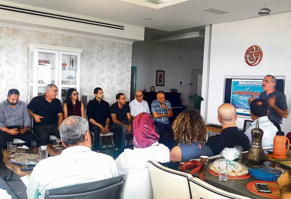 """פרופ' זיאד חנא מרצה בכנס היסוד של פורום ההיי-טק הערבי-ישראלי. """"חברות התחילו להסתכל על ערבים כעל הזדמנות עסקית"""""""