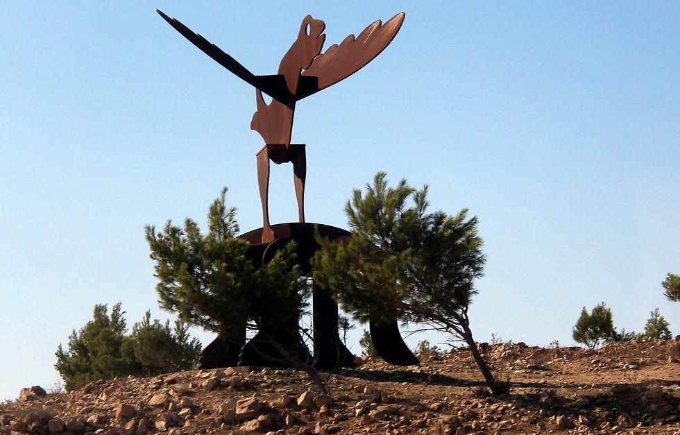 לצעוד יד ביד לאורך שביל הפסלים (צילום: אלברט גינצבורג)