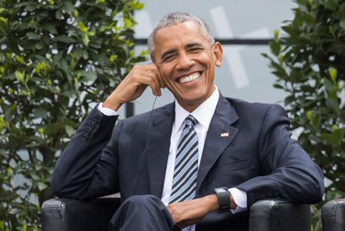 אחת הדוגמאות המוצלחות לשיפוץ החיוך הוא נשיא ארצות הברית לשעבר ברק אובמה, ששיניו המושלמות הן תוצאה של ציפויי חרסינה איכותיים מאוד. בציפויים האיכותיים לא רואים את ההבדל בין השיניים לקו החניכיים, והציפוי עצמו עשוי מעלי חרסינה דקיקים המשולבים בזירקוניה (צילום: AP)