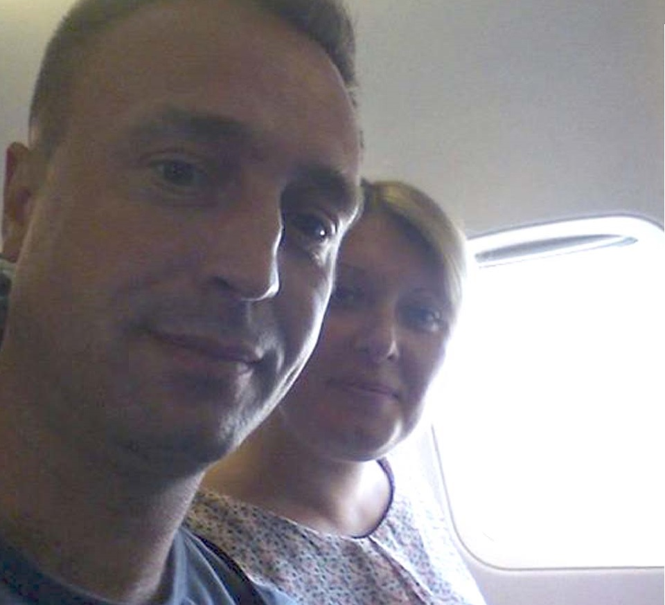 Светлана Сторчак и Сергей Повторейко в самолете по дороге в Израиль