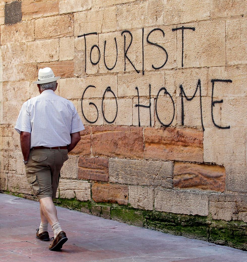 """""""תיירים לכו הביתה"""", קיץ 2017, אוביידו (צילום: EPA) (צילום: EPA)"""