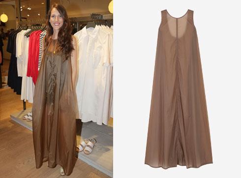 לירון וייסמן נראית מדהים בשמלה הזו של COS (מחיר 495 שקל) (צילום: שוקה כהן ובאדיבות cos)