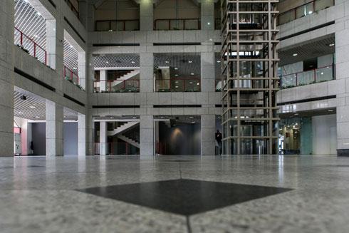 הקניון ריק. הוועדה המקומית לתכנון ובנייה אישרה את המרת שטחי המסחר שמעל קומת הקרקע למלונאות (צילום: שירן כרמל)