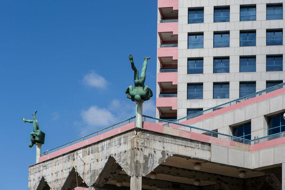 מגדל האופרה היה מגדל המגורים והמסחר הראשון בעיר. פתיחתו עם הקניון, בית הקפה ובתי הקולנוע, הביאה אליו בליינים רבים גם מהפריפריה  (צילום: שירן כרמל)