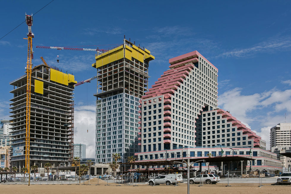 מגדל האופרה היה הראשון במגדלי קו החוף. כיום נבנים מצפונות ומדרומו מגדלים שחוסמים את הים ומשנים את המרקם החברתי והכלכלי באזור (צילום: שירן כרמל)