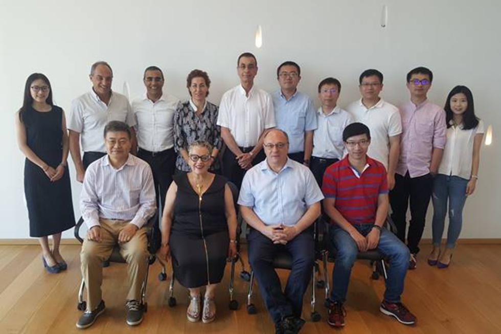 נציגי פעילים והסינים