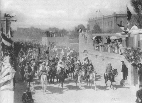 ביקור קיסר גרמניה וילהלם השני בירושלים ותיעוד התהלוכה ברחוב הנביאים, 1898 (צילום: DMY, cc)
