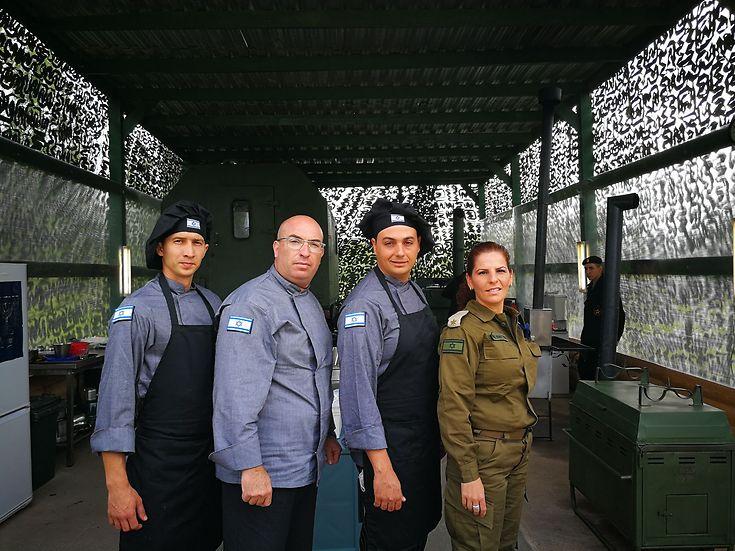 """גאים לייצג את צה""""ל. המשלחת הישראית במוסקבה (צילום: שגרירות ישראל במוסקבה ודובר צה""""ל)"""