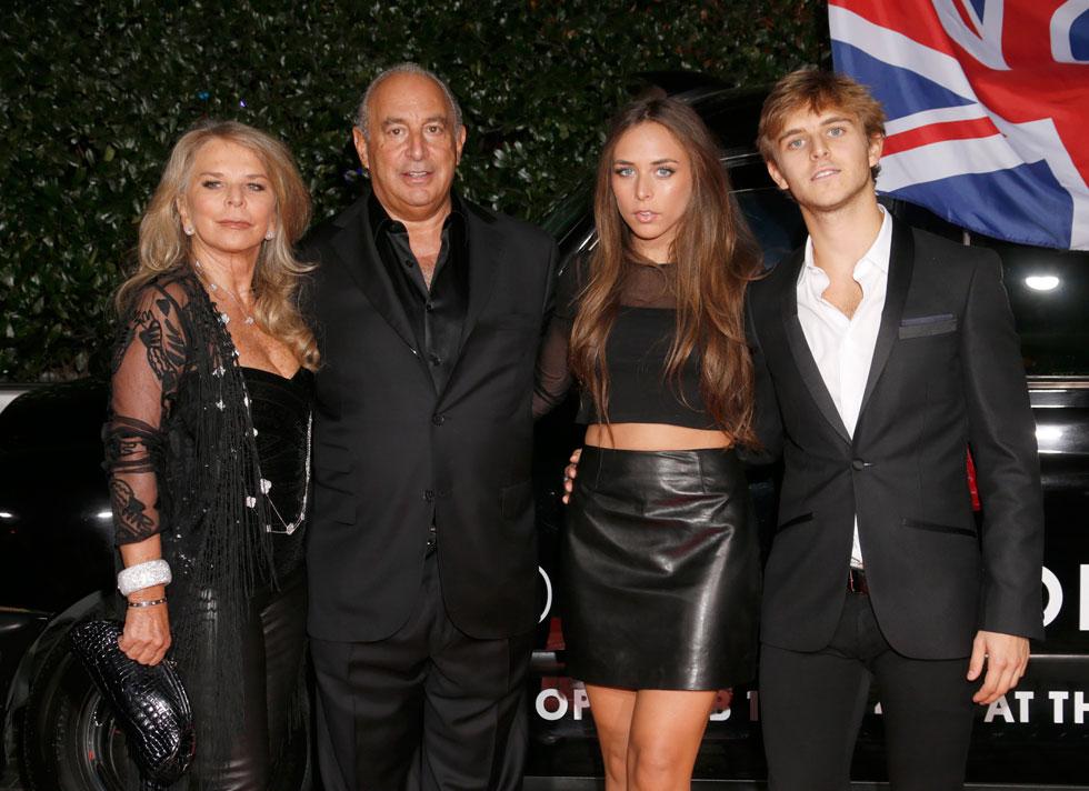 משפחת חוג הסילון. קלואי גרין עם אביה, אמה ואחיה  (צילום: AP)