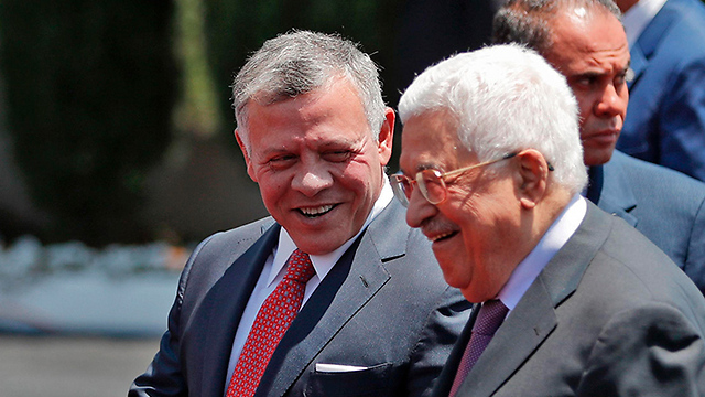 King Abdullah and PA President Mahmoud Abbas (Photo: AFP)