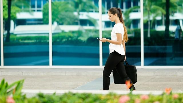 הורידו אפליקציה והתחילו למדוד צעדים בדרך לעבודה (צילום: shutterstock)
