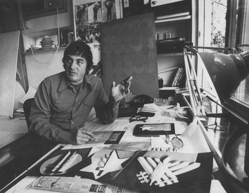 ריזינגר בסטודיו שלו, באותה שנה (צילום: יוסי רוט)