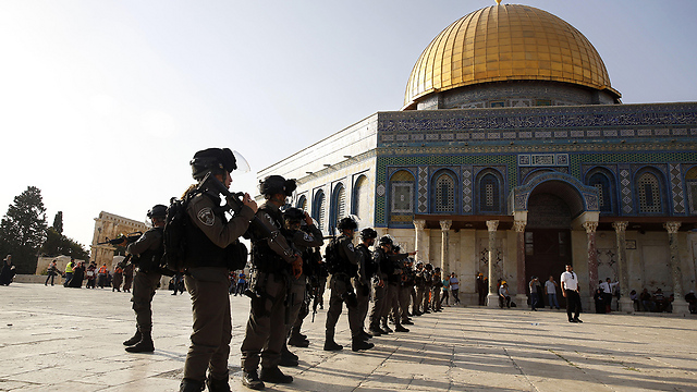 Border Police at the Temple Mount in the height of the crisis (Photo: AFP)