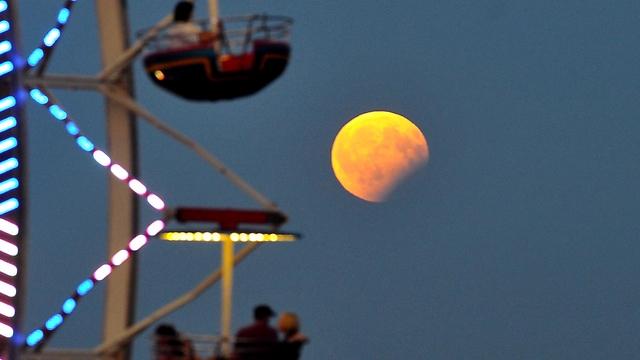 Затмение в Польше. Фото: EPA