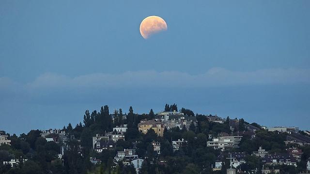 Затмение Луны в Венгрии. Фото: ЕРА