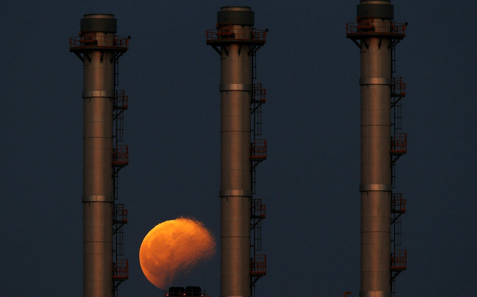 ליקוי הירח ממלטה (צילום: רויטרס)