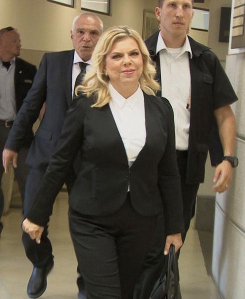שרה נתניהו במראה הפרקליטה (צילום: אלי מנדלבאום)