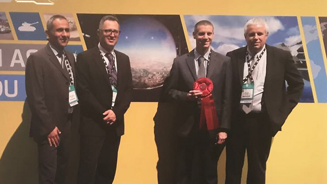 Zohar (second from the left) two years ago at the award of excellence in training and simulation (Photo: Elbit Systems)