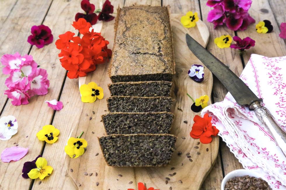 לחם פשתן נטול גלוטן ועשיר באומגה 3 (צילום: עודד חוברה)