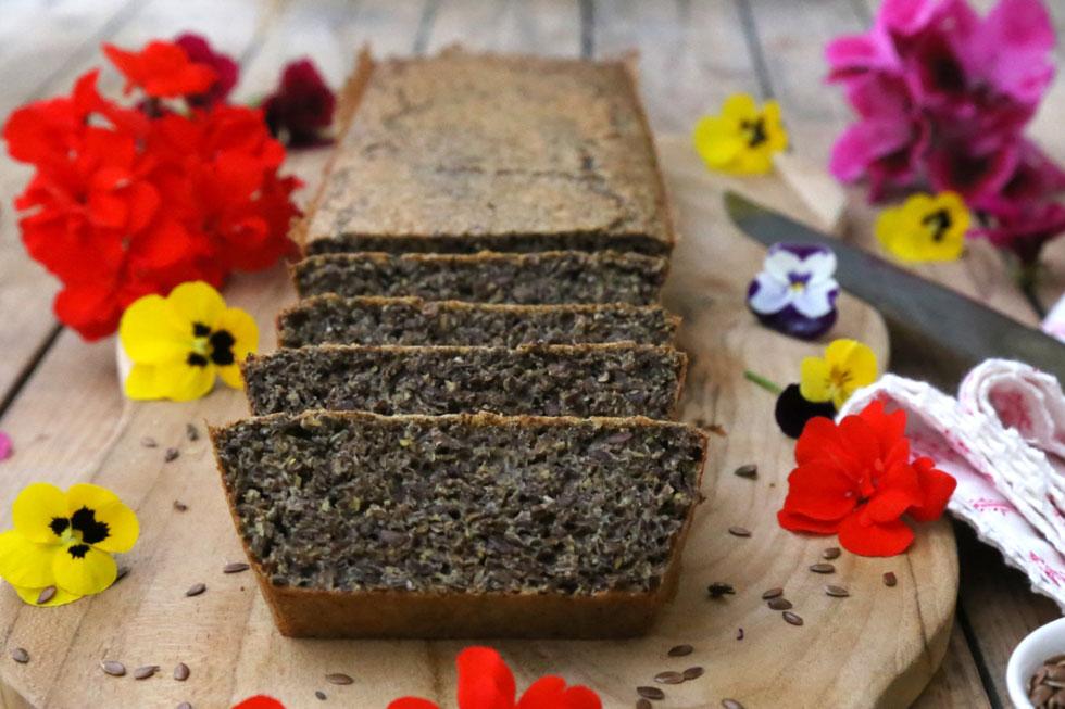 למתכון של לחם פשתן נטול גלוטן - לחצו על התמונה (צילום: עודד חוברה)