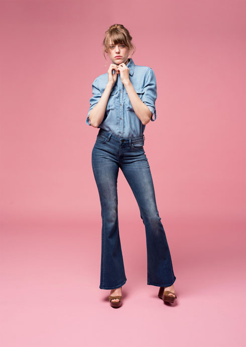 Lee. בתמונה: חולצת ג'ינס ב-174 שקל במקום 349 שקל