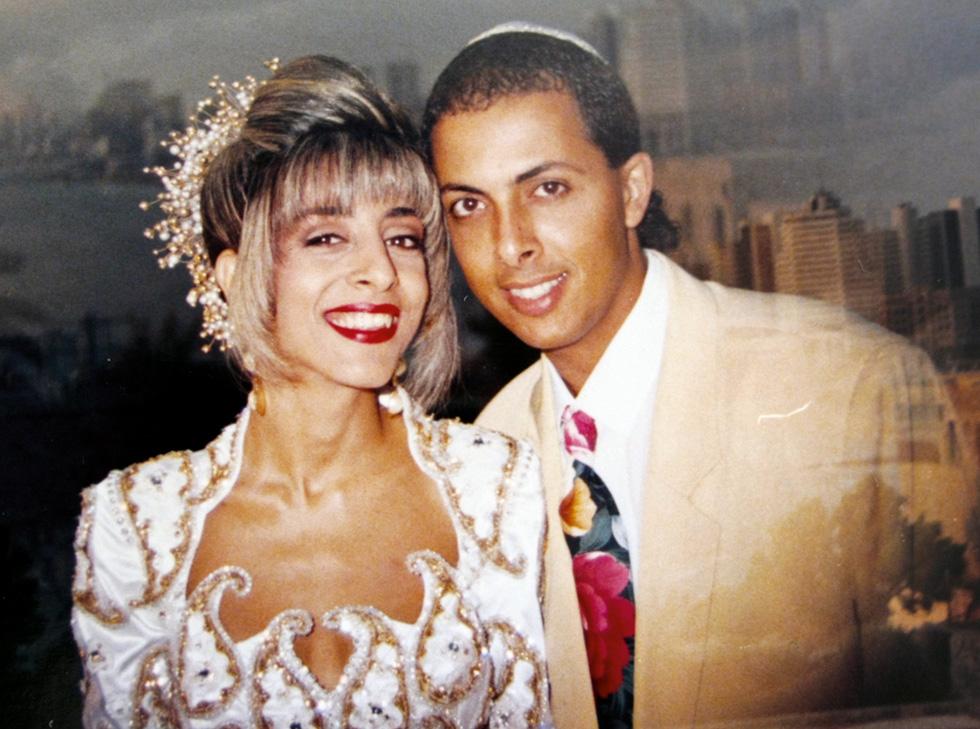 החתונה הראשונה של גילה מליחי (47), מאמנת ליחסים במשפחה וזוגיות, עם צורי מליחי. לזוג יש שתי בנות (24, 20), והם גרים בנס ציונה (צילום: אלבום פרטי)