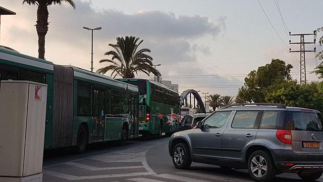 עומס בתנועה בצפון תל אביב בעקבות הפגנת הנכים, הערב (צילום: רועי קייס)