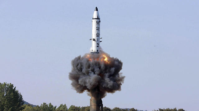 """משוגר מצוללת ומסוגל לשאת ראש נפץ גרעיני. """"פוקגוקסונג-2"""" (צילום: AP)"""
