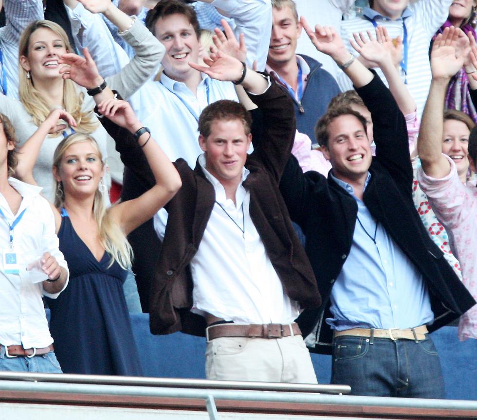 נסיכים ונהנים. וויליאם והארי בהופעה לזכר אימם (צילום: Getty Images)