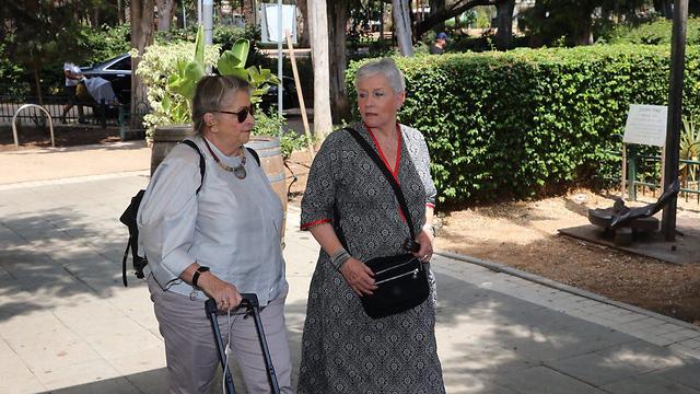 Nechama Rivlin (L) and Yael Huldai (Photo: Motti Kimchi)