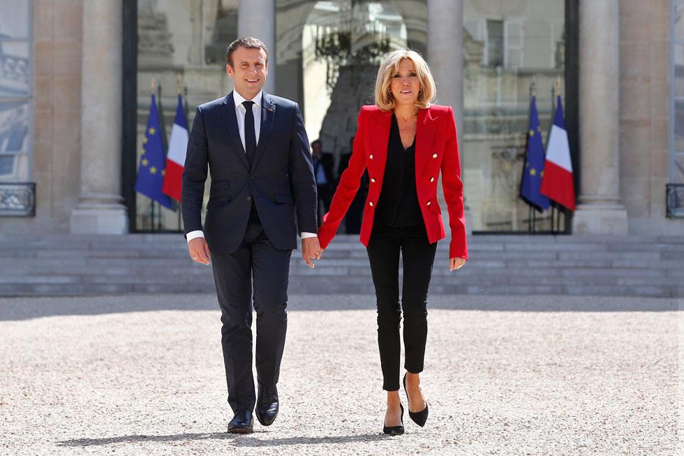 נשיא צרפת עמנואל מקרון והגברת הראשונה בריז'יט מקרון. מעדיפה על פי רוב להתהלך בסקיני ג'ינס (צילום: AP)