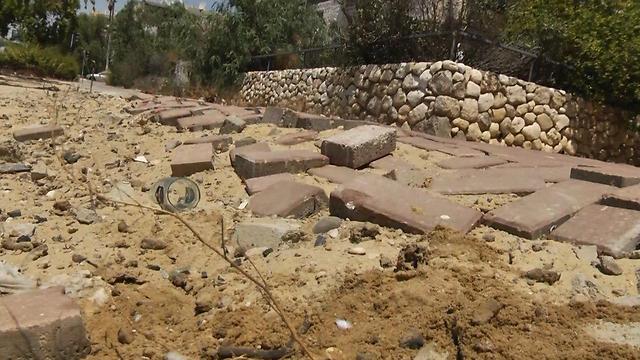 מדרכות שבורות בבאר שבע (צילום: רועי עידן)