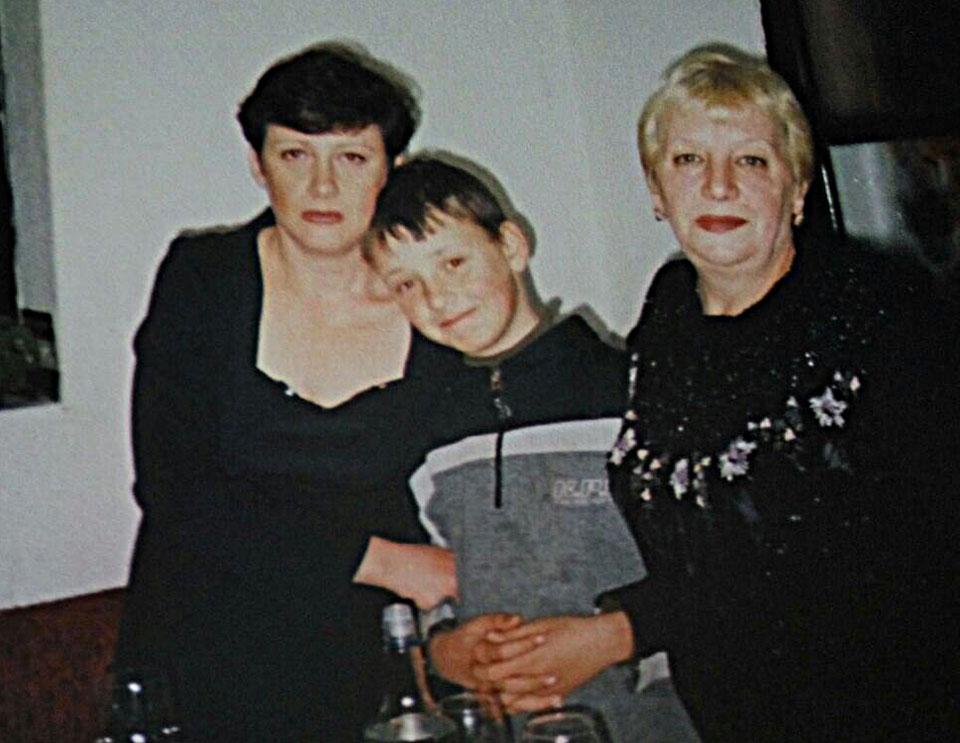 Мама Галина (справа) с дочерью и внуком до болезни