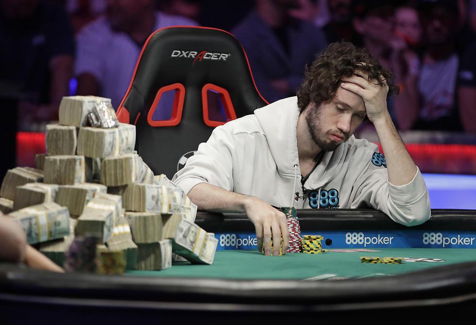 לפעמים צריך לעצור את המרדף אחר הקלף האבוד. דן אוט באליפות העולם (צילום: AP)
