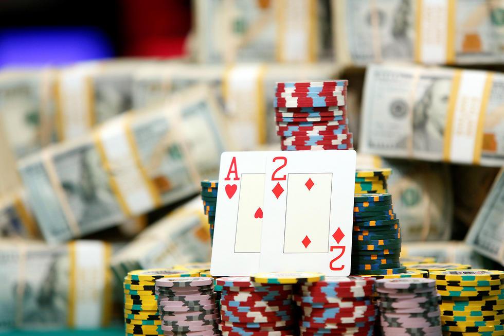 """""""יום אחד בן, כל הכסף הזה לא יהיה שלך"""" (צילום: רויטרס) (צילום: רויטרס)"""