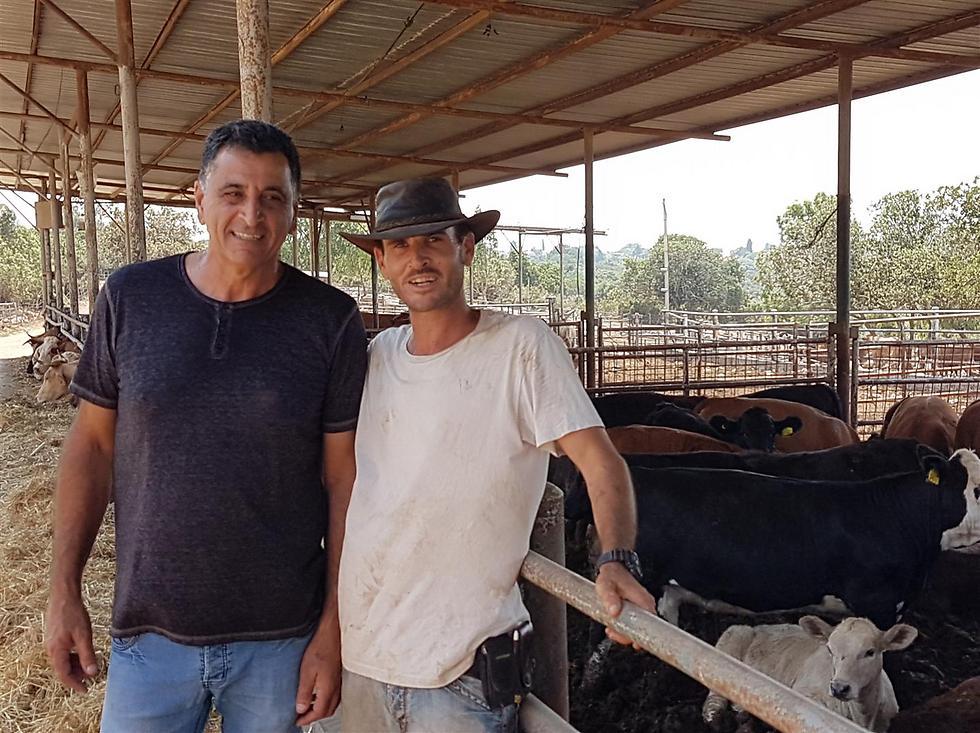 ממגדלי בקר לבעלי מסעדה מצליחה. טלמור (מימין) וגינת (צילום: יהודה נהר)