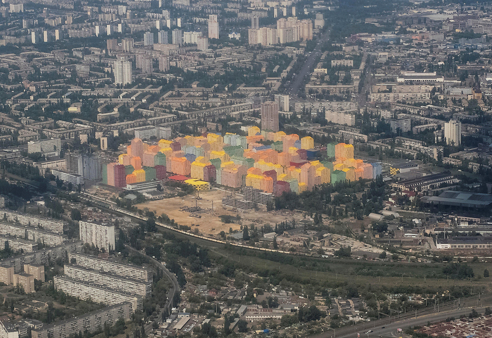 בתוך האפור הזה. בניינים צבעוניים בקייב, בירת אוקראינה (צילום: רויטרס)